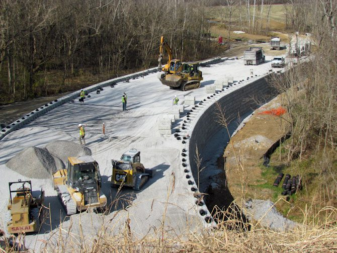 Redi-Rock-positive-connection-reinforced-retaining-walls-2