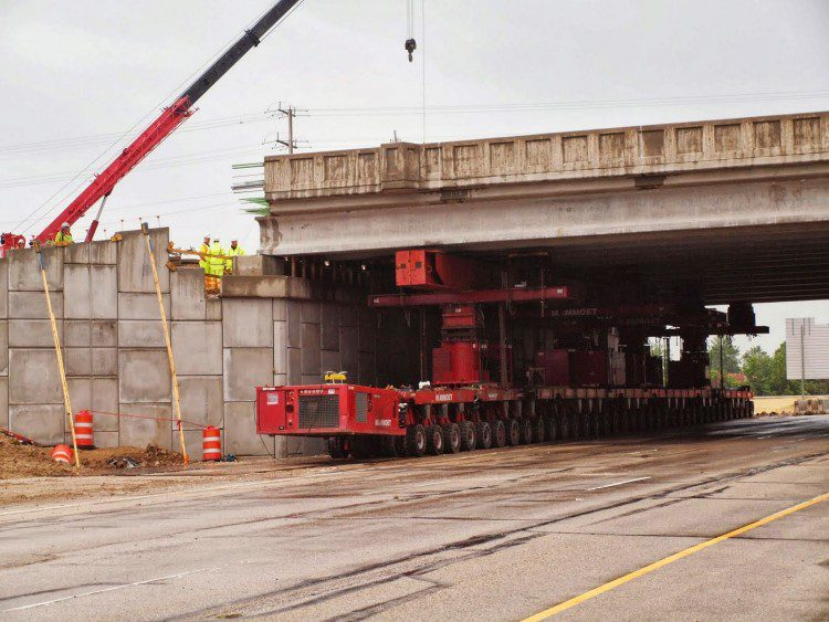 The SPTMs took time to set up in the staging areas and fine-tune the final placement. Transport of the bridge superstructure in two sections took place at a walking pace and was the least time-consuming element of the 12-hour process.